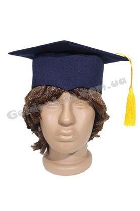 Квадратная шапка з китицею